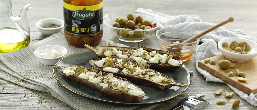 Berenjenas asadas con queso y aceitunas
