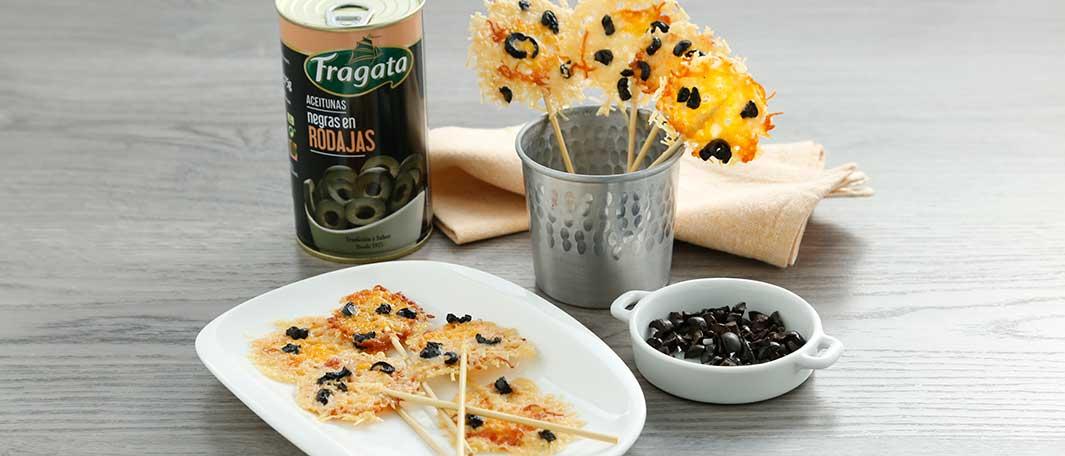 Deliciosas piruletas de queso con aceitunas Fragata