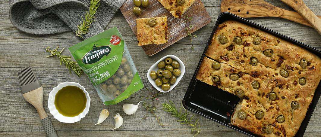 Focaccia de aceitunas verdes ajo y tomillo