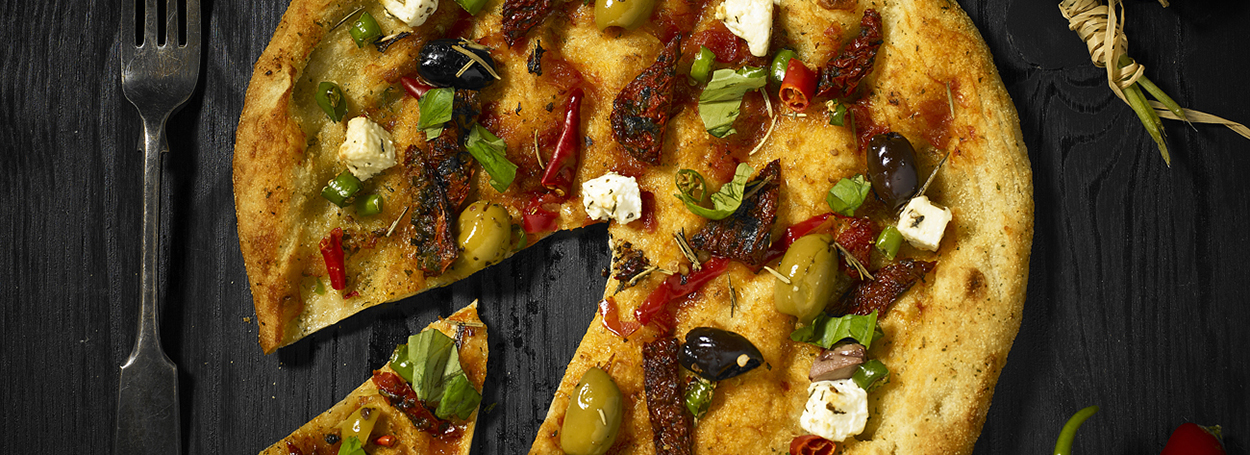 Healthy green olive & feta pizza