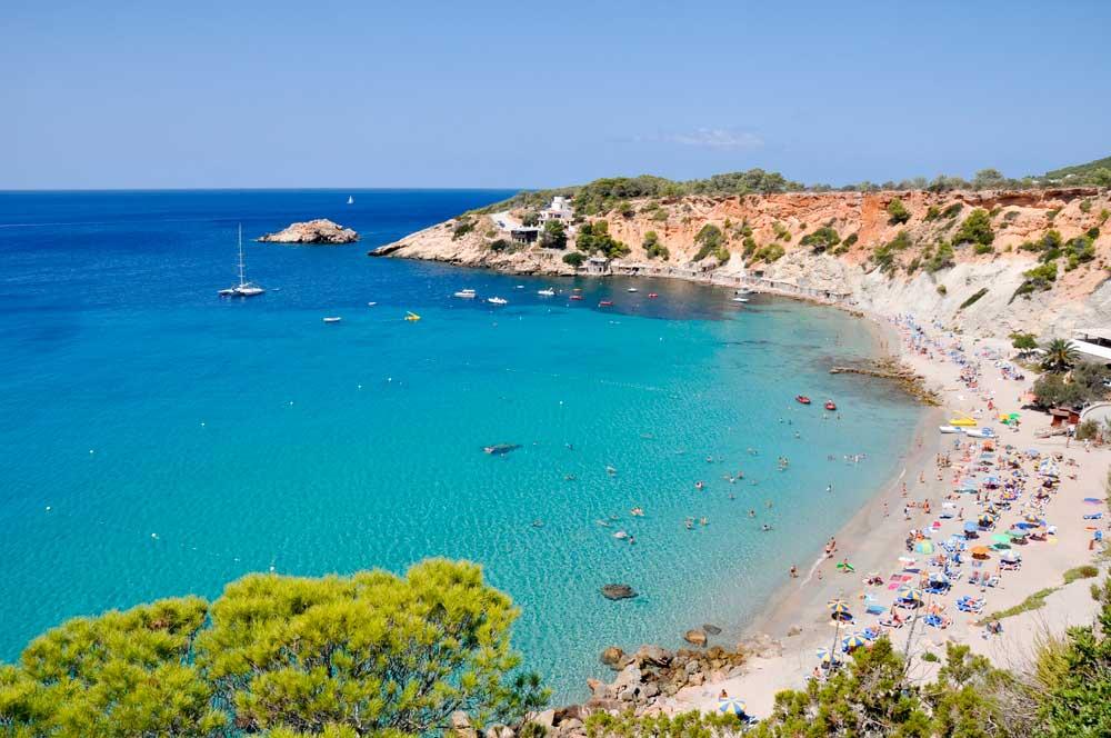 Playa Cala d' Hort en Ibiza, Islas Baleares)