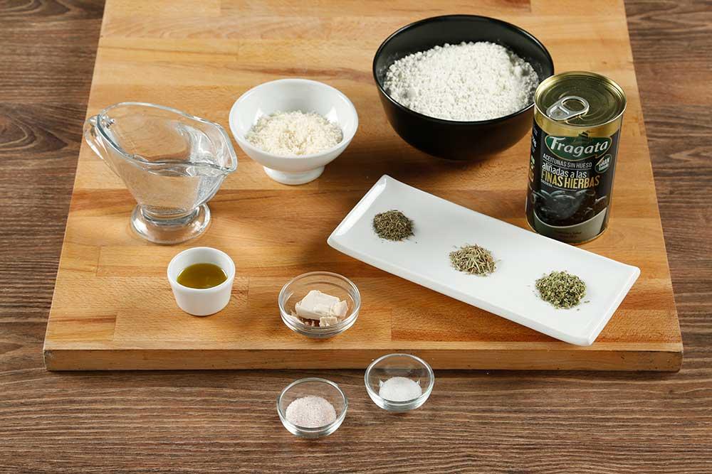 Paso 1 grisines con aceitunas, parmesano y romero