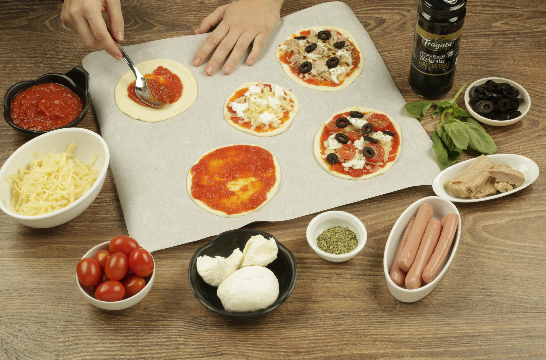 Paso 1 receta mini pizza de aceitunas Fragata
