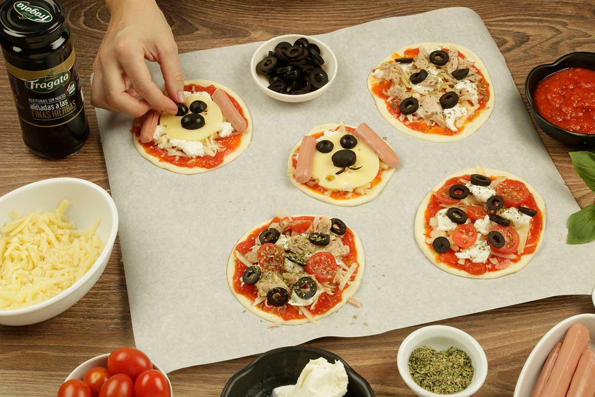 Paso 2 receta mini pizza de aceitunas Fragata