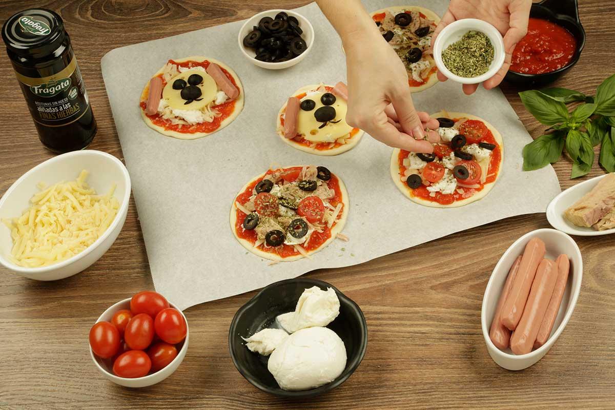 Paso 3 receta mini pizza de aceitunas Fragata