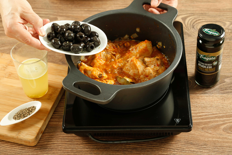 Quinto paso de receta de pollo con aceitunas Fragata
