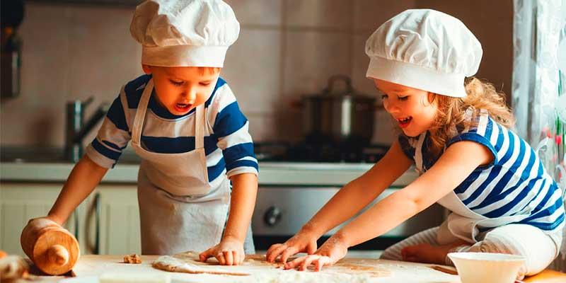 Diviértete con los pequeños haciendo recetas  con aceitunas Fragata