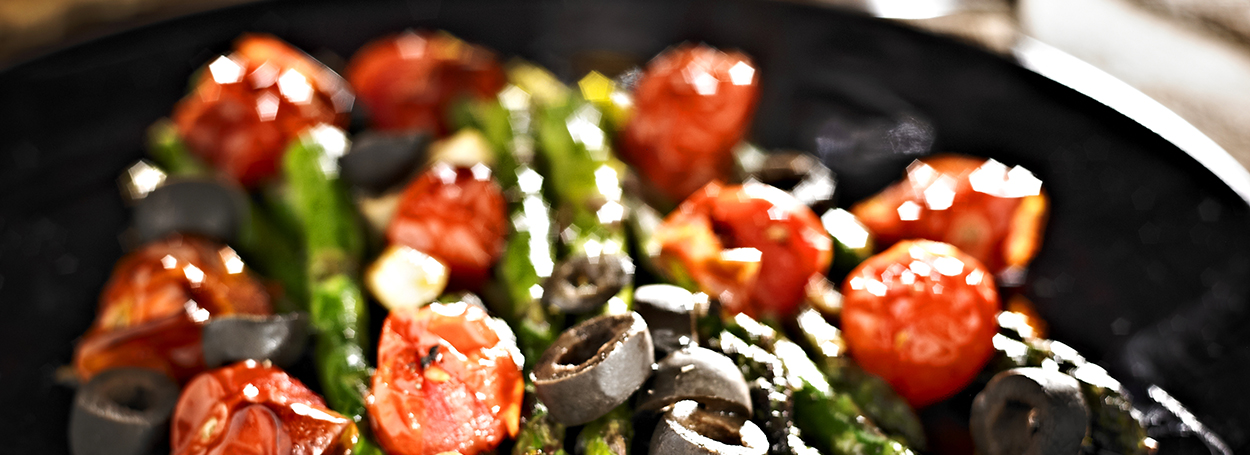 Roasted tomato salad with olives
