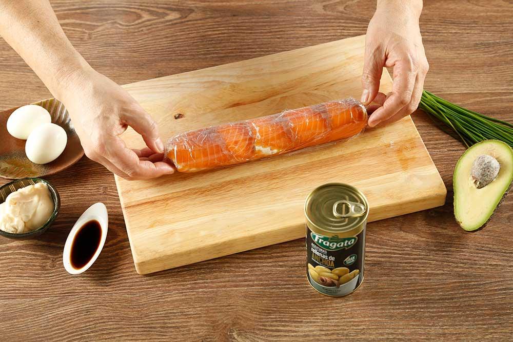 Paso 4 de falsos makis de salmón con aceitunas Fragata